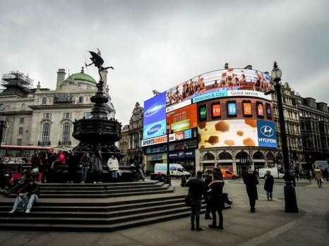 Piccadilly Circus w dzień Londyn