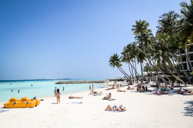 Maafushi Malediwy plaża bikini