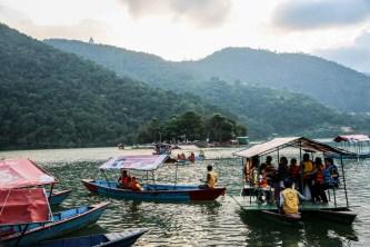 Nepal Pokhara jezioro i świątynia