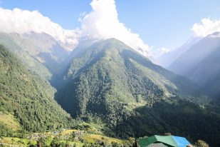 Nepal trekking do ABC panorama z Chhomrong