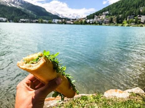 Przekąska nad jeziorem St. Moritz