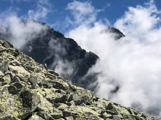 Widok na Łomnicę ze szlaku