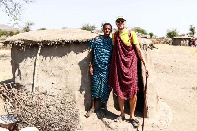 Tanzania wioska Masajow przed domem
