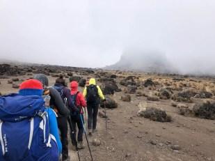 Trasa Machame lava tower we mgle