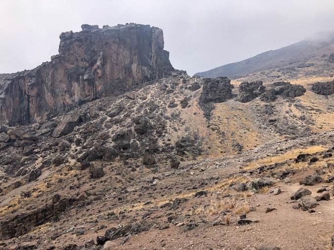 Trasa Machame lava tower z daleka