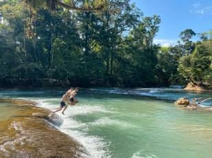 Wodospady Agua Azul skoki