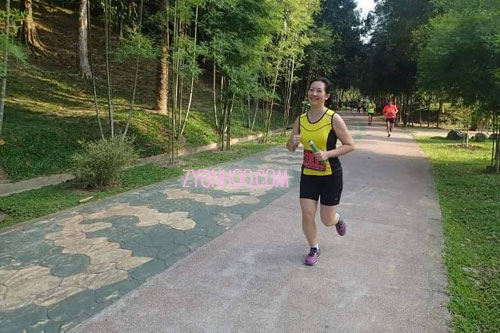 One of the few running photos which I don't look that bad in. There were plenty of photos which I look extremely horrible (because of my almost-dead-looking face!).