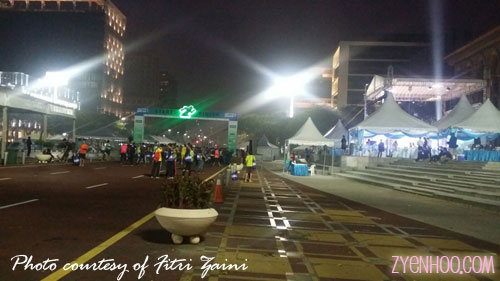The venue was set up for runners to come and run (if they wanted to) and take photos during the entitlement collection