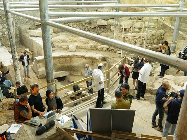 Archaeologists at Jerusalem's Western Wall