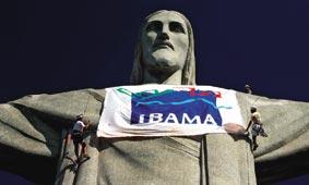 Ação do Ibama no Cristo Redentor, no Rio; o órgão trabalha apenas com m�dia espontânea