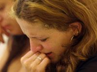 Mulher chora em culto na Igreja Evangélica Assembléia de Deus (ministério Apurá)