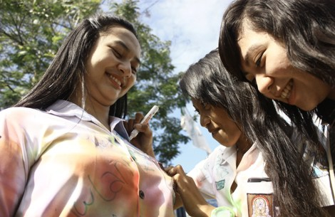 situs-berita-terbaru.blogspot.com - [PIC] Di Surabaya, Pak Guru Remas-remas Payudara Siswi SMA sampai Lonyot!