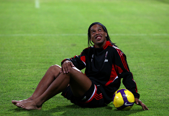 Ronaldinho Ronaldinho of AC Milan warms down after a training session at the AC Milan Winter Training Camp at the Al Nasr Sports Club on January 3, 2009 in Dubai, United Arab Emirates.  (Photo by Ryan Pierse/Getty Images) *** Local Caption *** Ronaldinho