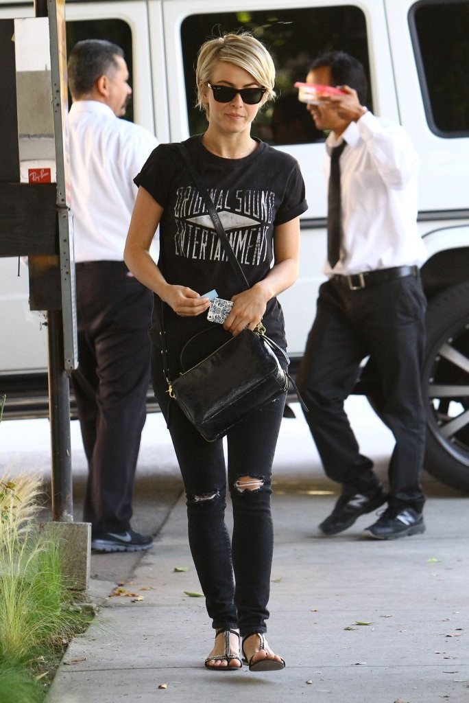 Back To Black What To Wear With Distressed Jeans