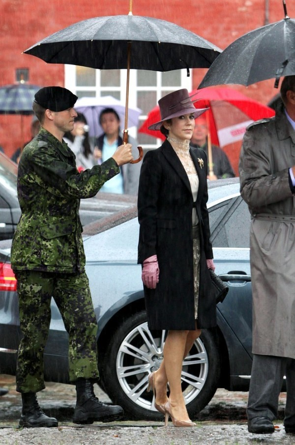 Princess Mary Photos Photos - Danish Royals brave the rain ...