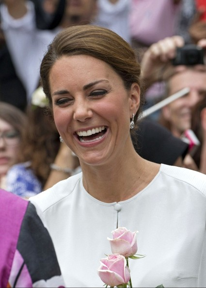 Kate Middleton - Will and Kate are greeted in the park