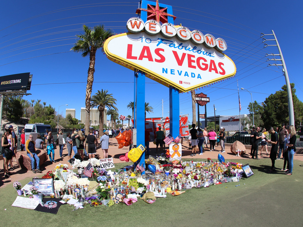 https://i1.wp.com/www1.pictures.zimbio.com/bg/Views+Las+Vegas+Shooting+Memorial+Las+Vegas+cLthxNY3Hn4x.jpg