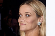 Reese Witherspoon poses in the press room during the 87th Annual Academy Awards at Loews Hollywood Hotel on February 22, 2015 in Hollywood, California.