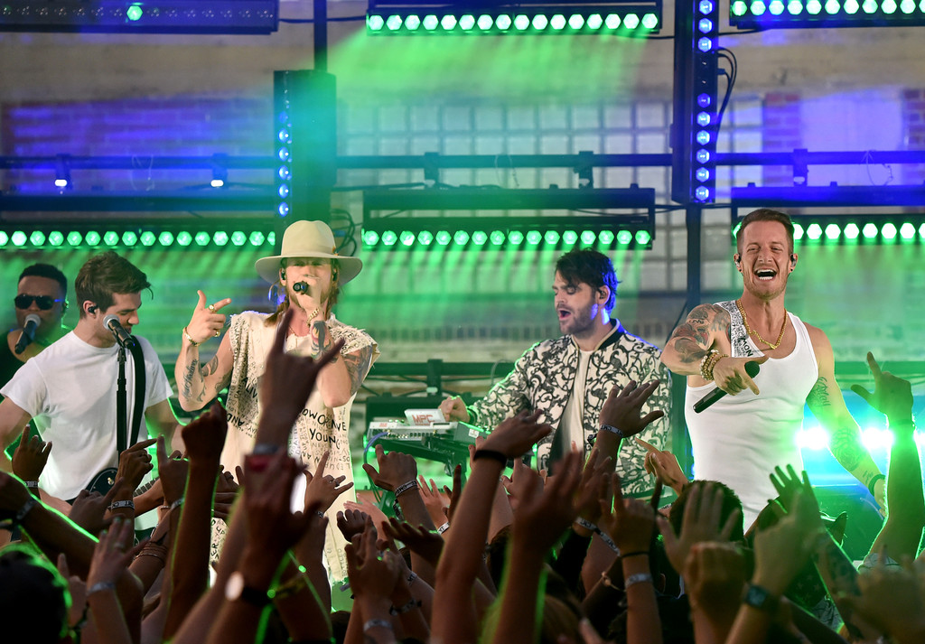 Watch The Chainsmokers Team Up With Florida George Line to Bring EDM to the 2017 CMT Music Awards