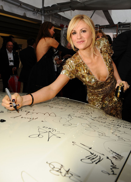 https://i1.wp.com/www1.pictures.zimbio.com/gi/Celebrities+Sign+Charity+Car+67th+Annual+Golden+s7Fw9ffGK1Zl.jpg