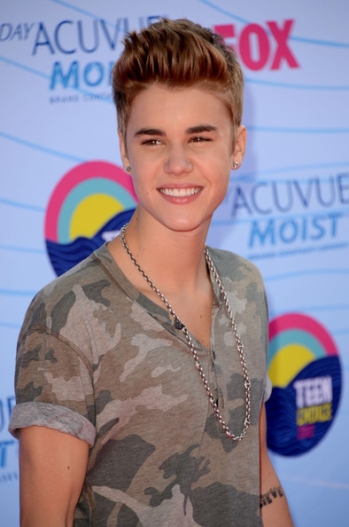 Justin Bieber - Teen Choice Awards 2012 - Arrivals