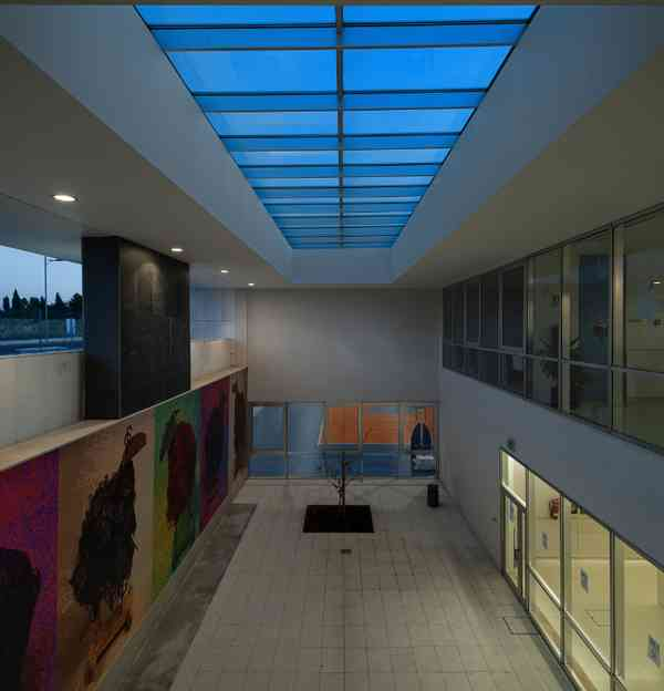 Patio 1 - View from the Atrium entrance 1 cycle/Wall Painting- Virginio Moutinho