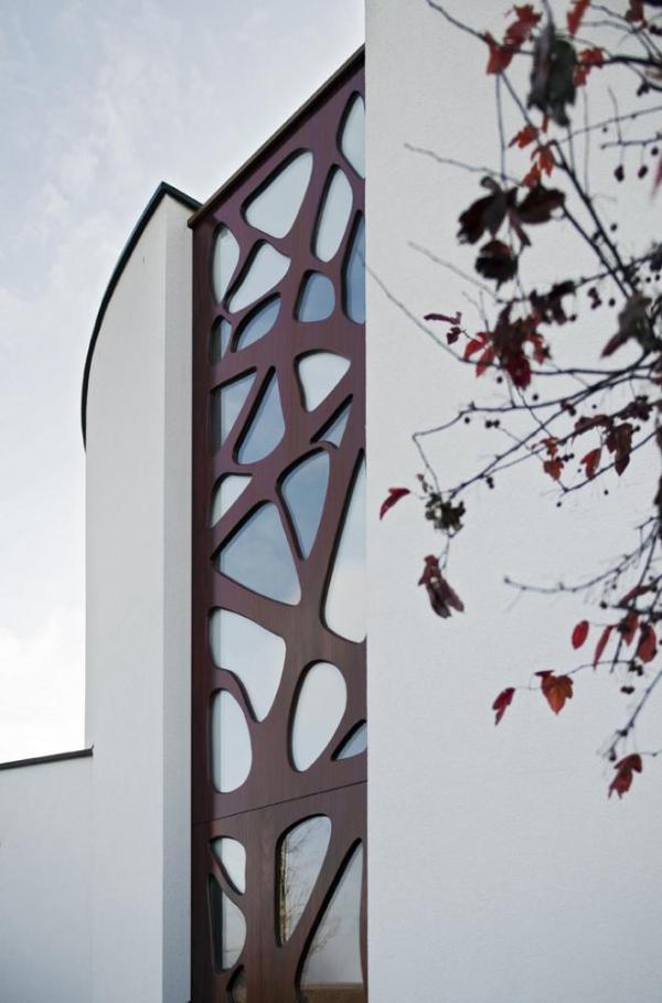 Jugenstil inspired entrance made from Padauk wood., Image Courtesy ©  Christiaan de Bruijne