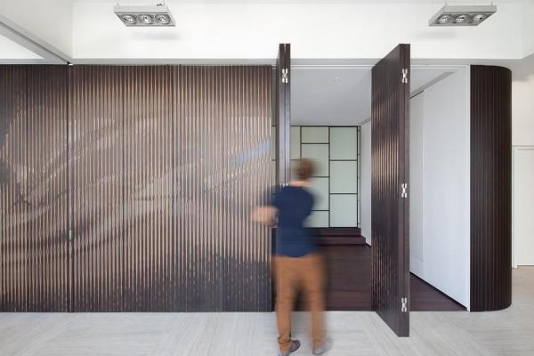 The ArtWall folds into separate panels, Image Courtesy © Dennis Lo Designs