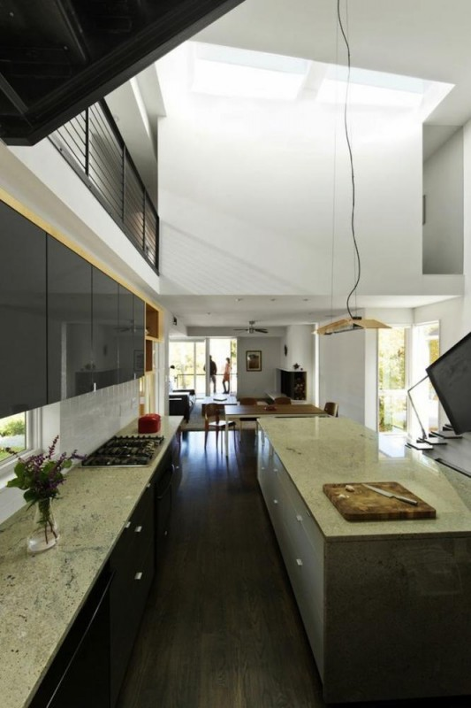 556-Kitchen view towards rear, Image Courtesy © Raleigh Architecture Company