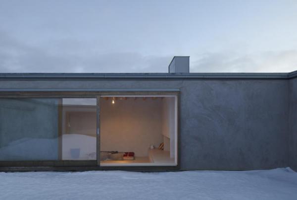 View from atrium toward living room, Image Courtesy © Åke E: son Lindman