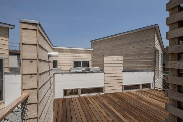 Deck terrace of the cluster valley,Image Courtesy © Satoshi Asakawa