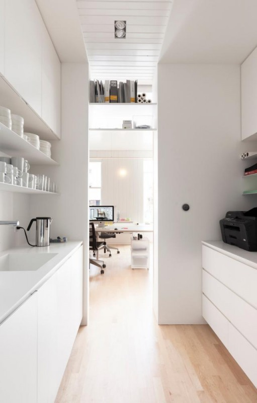 Kitchenette and stationery, Image Courtesy © Maxime Brouillet