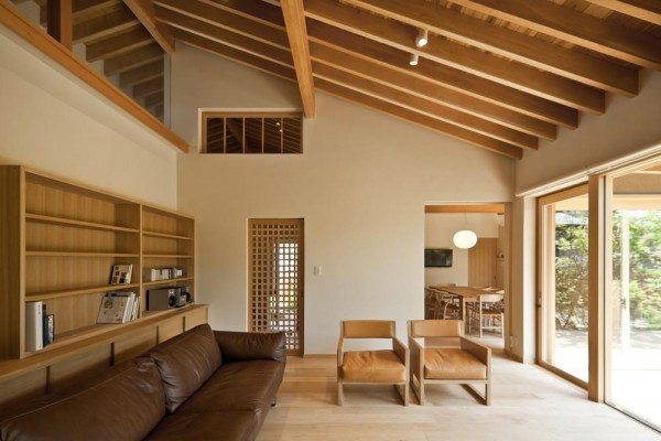 The living room overlooking Shuniwa, Image Courtesy © Isao Aihara