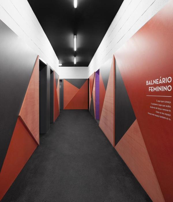 Dressing area corridor, Image Courtesy © Invisible Gentleman