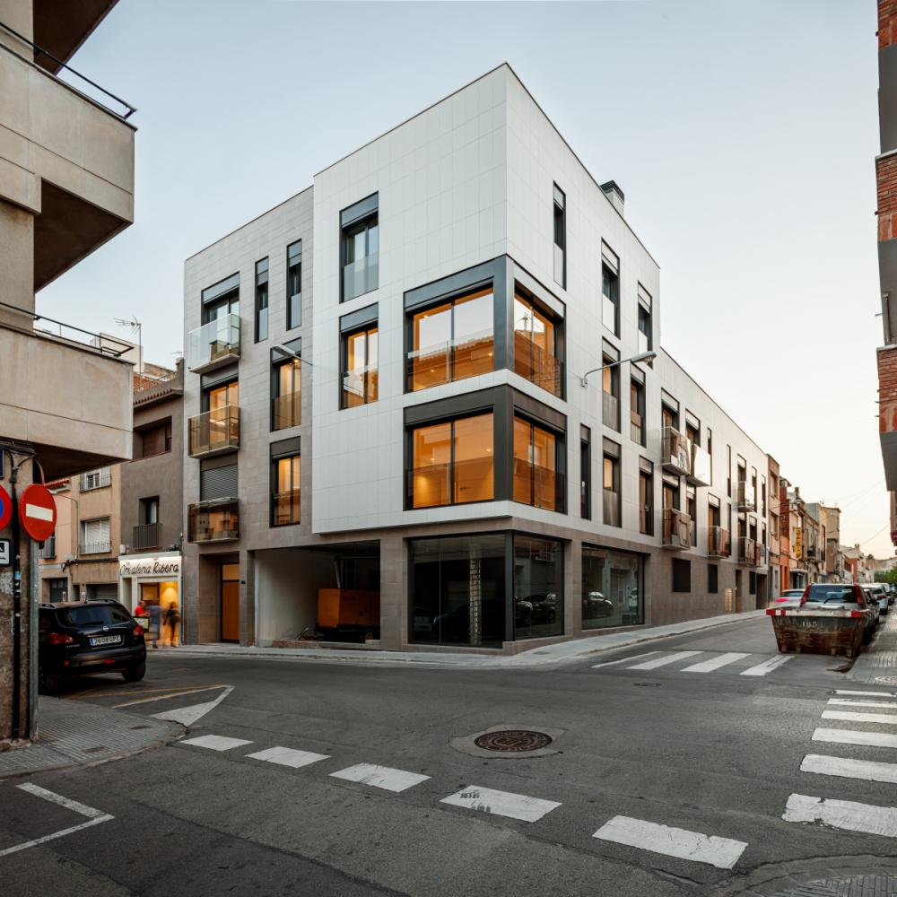 Residential building in city centre, Spain by Pepe Gascón
