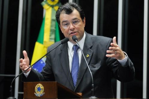 Resultado de imagem para senador eduardo braga