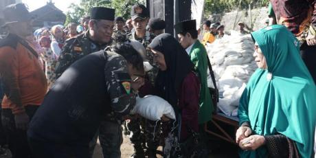 Diklatsar Berkah, 2000 Paket Sembako Gratis diterima Warga