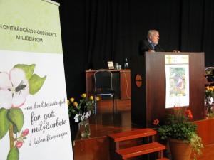 Kongressens gästföreläsare Olle Johansson, forskare på Karolinska institutet och ordförande för vänföreningen för Skansens koloniträdgårdar berättar om koloniträdgårdarnas betydelse för vårt välbefinnande och för samhället.