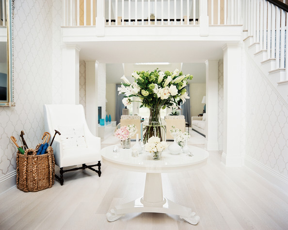 Indoor Plant Decor Entry Foyer with Indoor Decor Plants White Flowers Table Centerpiece