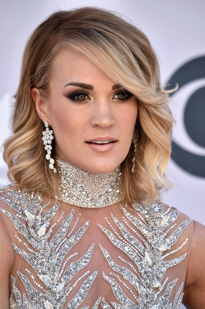 Carrie Underwood Medium Wavy Cut Shoulder Length
