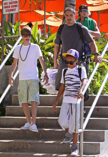 Jayden Smith 16 year old Canadian singing sensation Justin Bieber plays 2 sold-out concerts in Honolulu.Just before the first concert he does an interview with Maira Menounos (grey striped top) for the TV show Access Hollywood.The next day he goes for a boat ride on a catamaran called 'Mai Tai' with Jayden Smith and Jasmin Villegas .