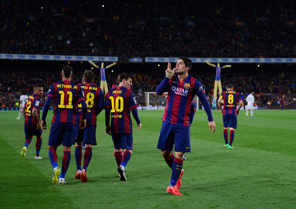 Luis Suarez of Barcelona (R) celebrates with team mates as he scores their second goal during the La Liga match between FC Barcelona and Real Madrid CF at Camp Nou on March 22, 2015 in Barcelona, Spain.