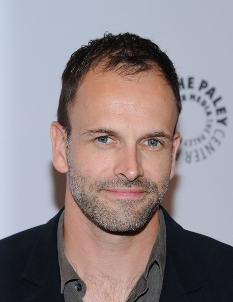 Jonny Lee Miller 2018: Wife, tattoos, smoking & body facts ...
