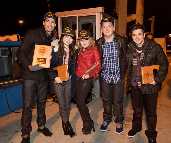 (L-R) Jerry Trainor, Miranda Cosgrove, Jenette McCurdy, Noah Munck and Nathan Kress pose on the docks at Naval Submarine Base New London on January 11, 2012 in Groton, Connecticut. The cast of Nickelodeon's iCarly were presenting a special military family screening of iMeet The First Lady, an episode of their show featuring Michelle Obama.