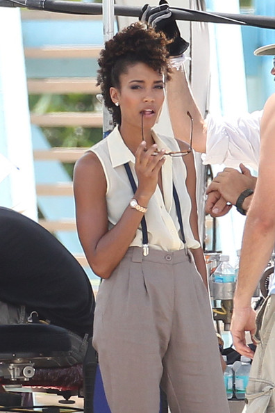 "Annie Ilonzeh - Minka Kelly Films ""Charlie's Angels"" on a Beach in Miami"