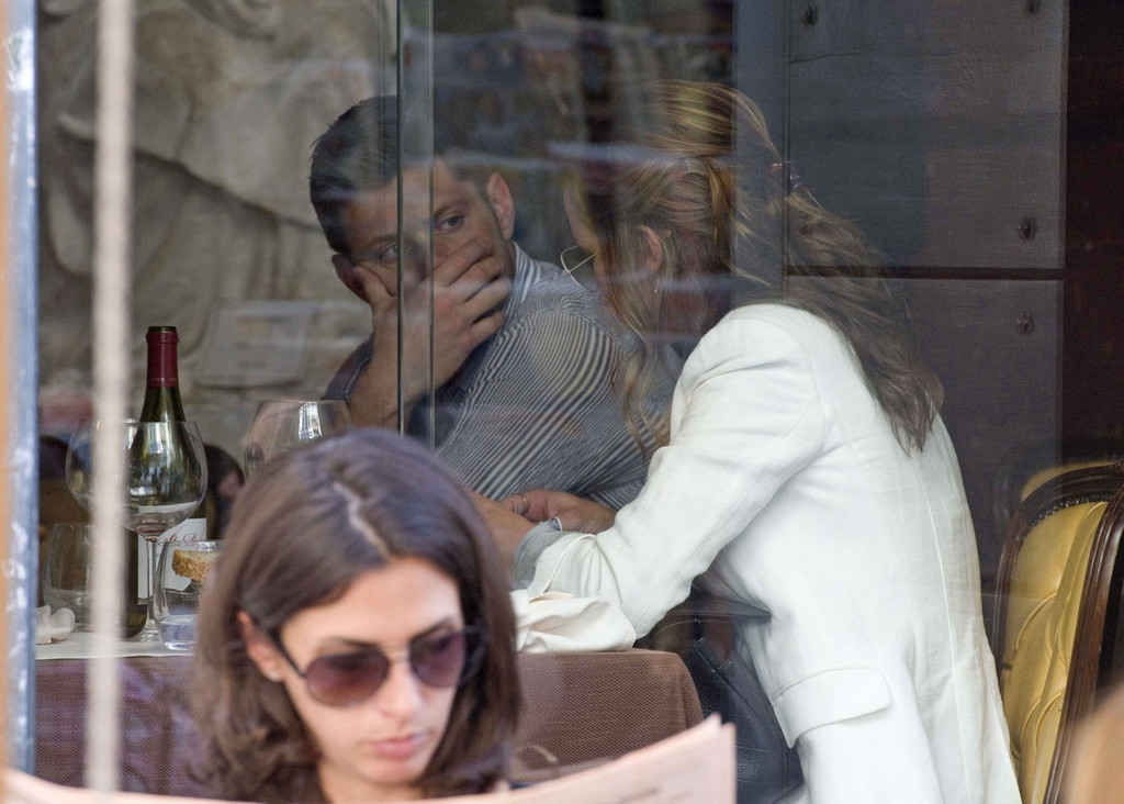 Danneel Harris In Jensen Ackles And Wife Shopping In Rome