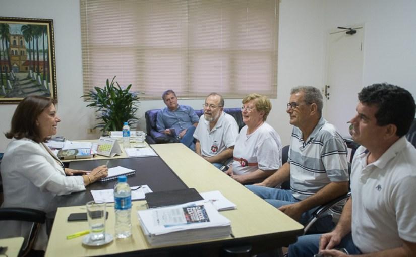 DIRETORIA DO LAR DONATO FLORES REÚNE-SE COM PREFEITA NO PAÇO MUNICIPAL