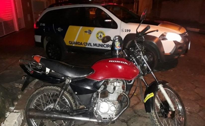 GUARDA CIVIL MUNICIPAL DE TATUÍ APREENDE  MOTOCICLETA ABANDONADA NA VILA MINGHINI