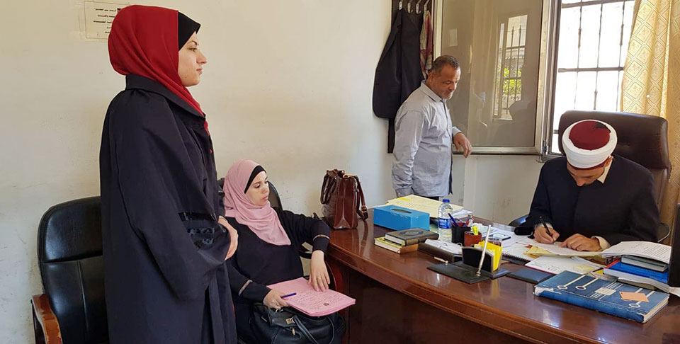 PCHR trainee lawyer Haya Al Wehaidi filing a request for her client to be granted custody of her minor children at a Sharia court in Gaza Photo: PCHR