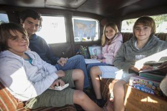 familia-argentina-viajera-laguna-8_g